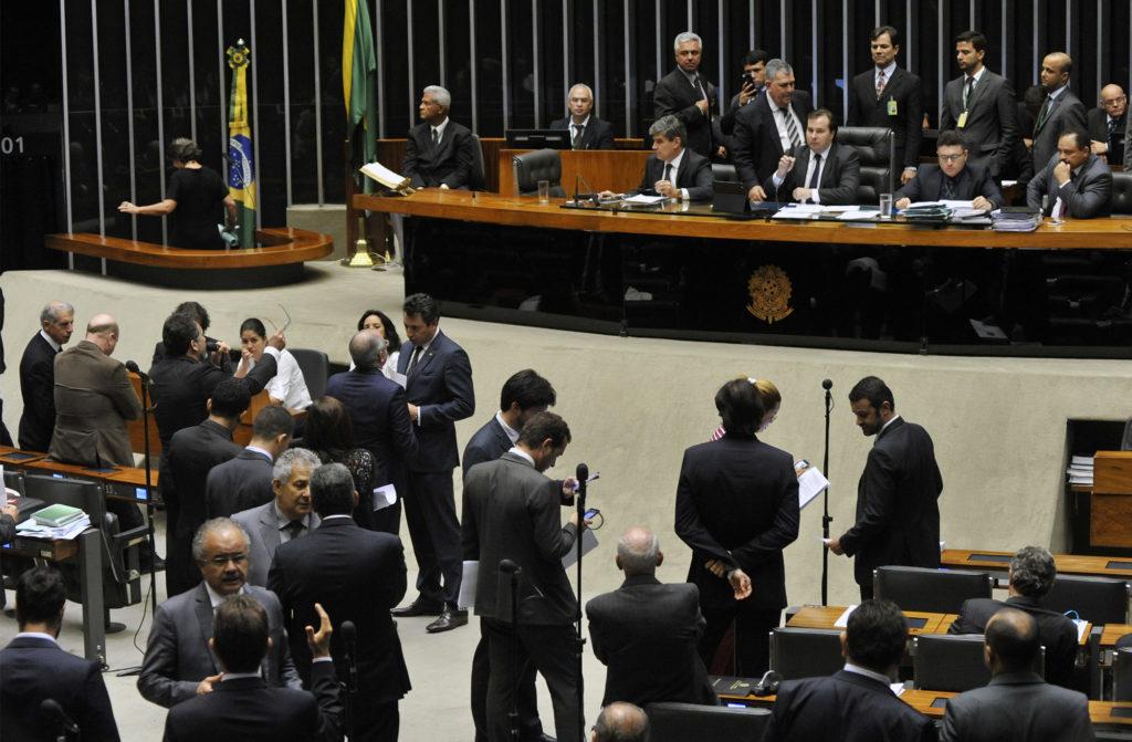 Emenda aprovada pelos deputados prevê casos de responsabilização de juízes e de membros do Ministério Público por crimes de abuso de autoridade