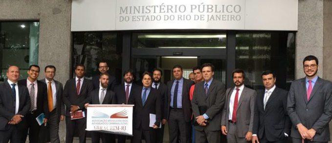 O presidente do Sindicato dos Advogados, Álvaro Quintão, participou do protesto dos criminalistas em frente à sede do MP-RJ